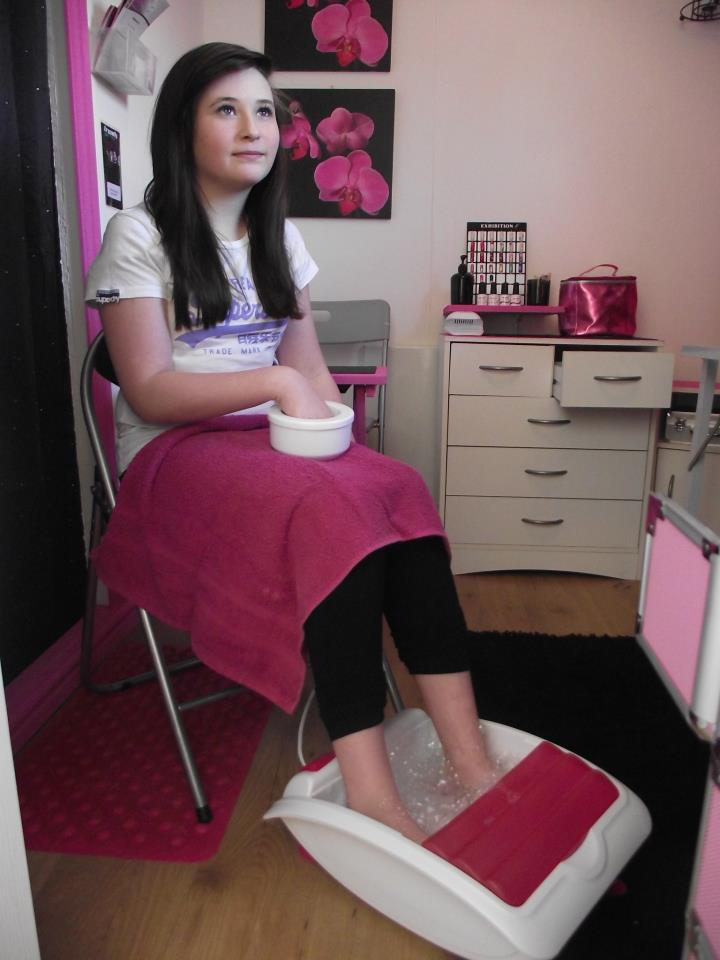 Pamper Queens Teen Pamper Parties - Mini Pedicure